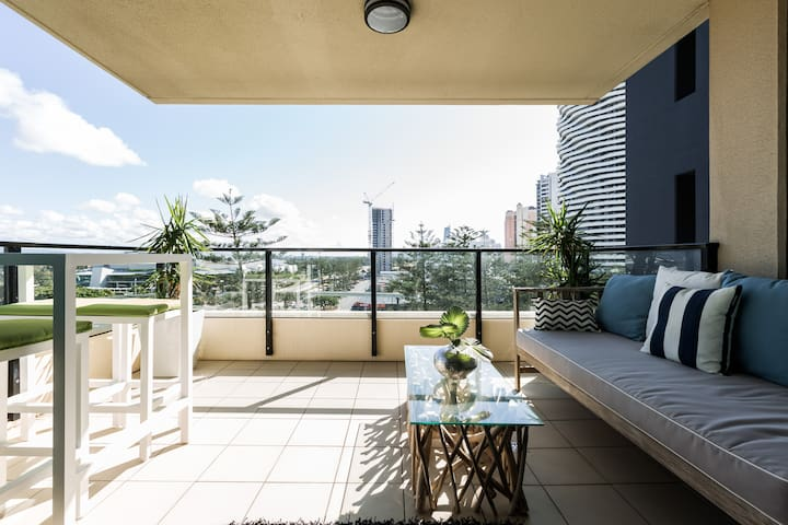 Boutique New York style Apartment - Broadbeach - Huoneisto