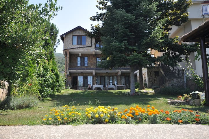 Villa at the shore of Lake Iznik - Orhangazi