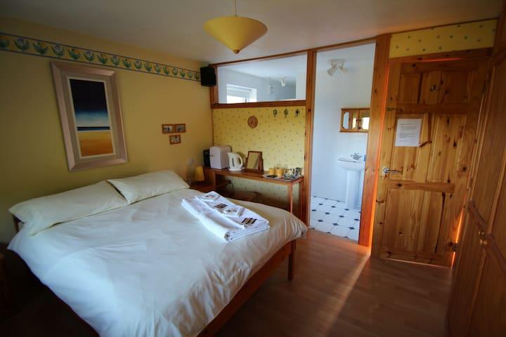 CORNWALL nr LOOE, BEACHES  & EDEN - great location - St Germans - Bed & Breakfast