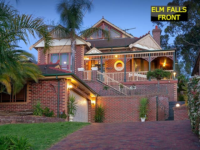 """Elm Falls"" - stay for the view and NBN! - Albury"
