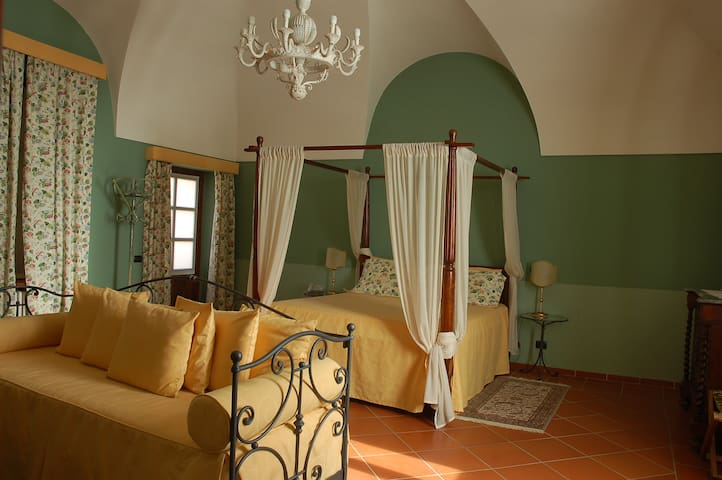 big room with garden - Cocconato - Bed & Breakfast