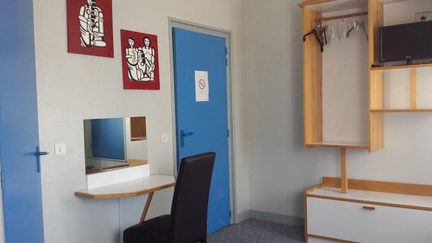 CHAMBRE 2 PERS avec Salle d'eau - Saillat-sur-Vienne - Lägenhet