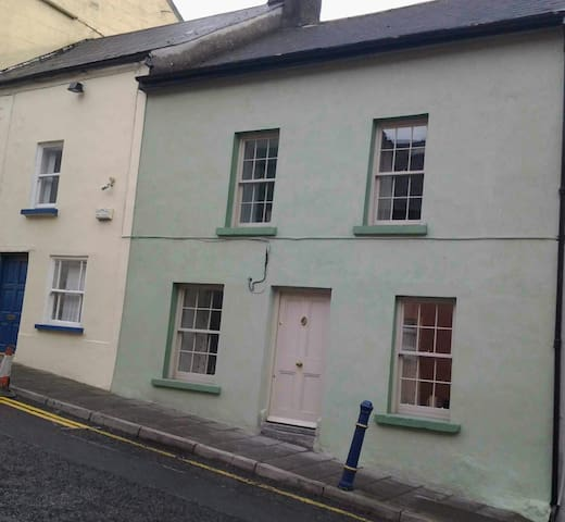 Delightful & cosy period townhouse - Thomastown - 獨棟