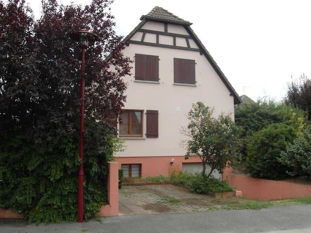 Haus mit Terrasse und Garten - Algolsheim - Rumah