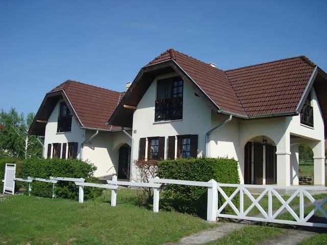 Semidetached house in quiet area - Tamási