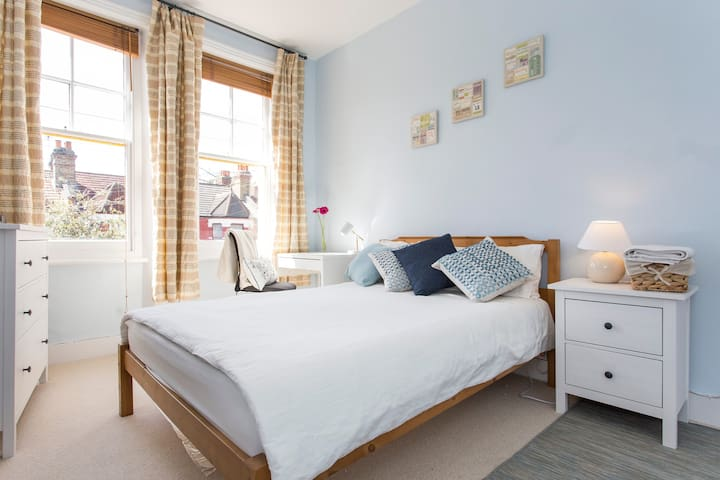 Bed and Breakfast for two - London