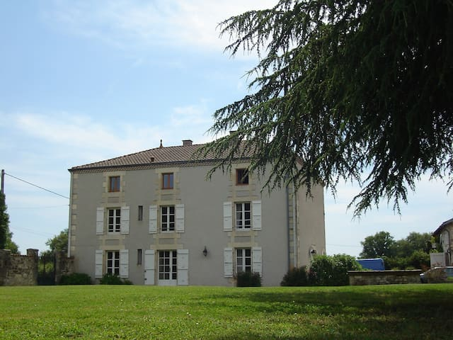 Motobreaks, twin room en-suite - Bussière-Poitevine - Bed & Breakfast