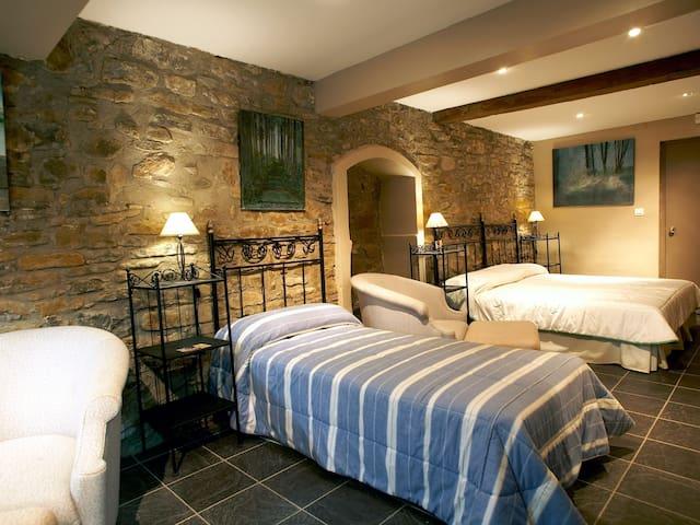 Habitación triple con bañera - Borredà - Bed & Breakfast