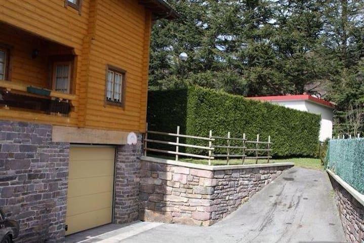 Casa de madera con jardín - Leitza - Casa
