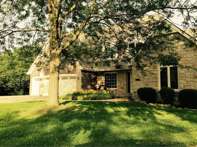Large home, great location - Shawnee - Ev