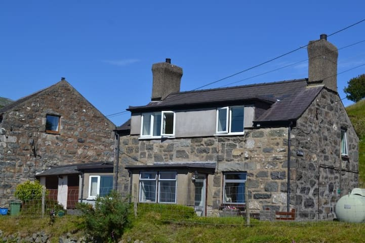 Detached Welsh Stoned, Mill House - Caernarfon - Huis