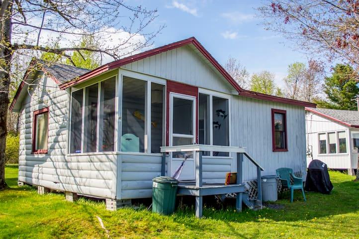 Cozy and clean Lake Front Cabin - Winthrop - Houten huisje