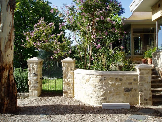 Charming, elegant, leafy B&B in Hills - Blue Wren - Belair - Bed & Breakfast