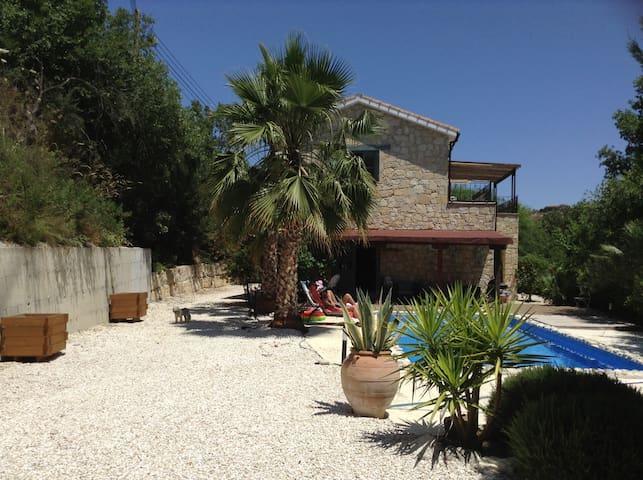 Beautiful Stone house with pool - Giolou