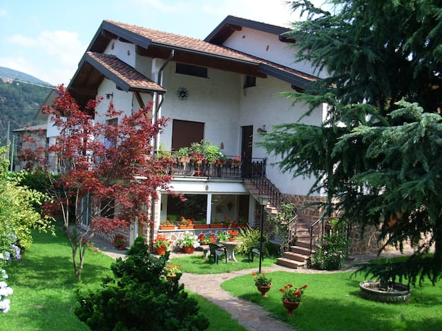 Villa on Lake Lugano - Porto Ceresio - Appartement