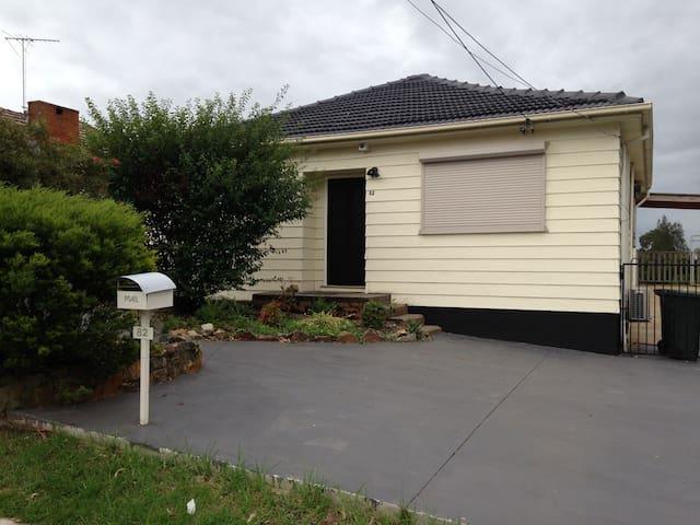 Glenfield (Sydney) - Hear the birds - Glenfield - Casa