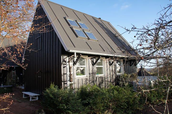 Hus i 2 etager med panoramaudsigt - Randers NØ - Hus