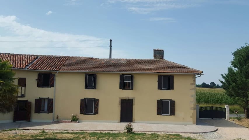 Panquere Rustic Farmhouse with Wood - Castelnau-Magnoac - Hus