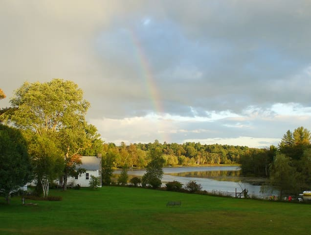Stunning lake view! - Ellenville - Bungalow