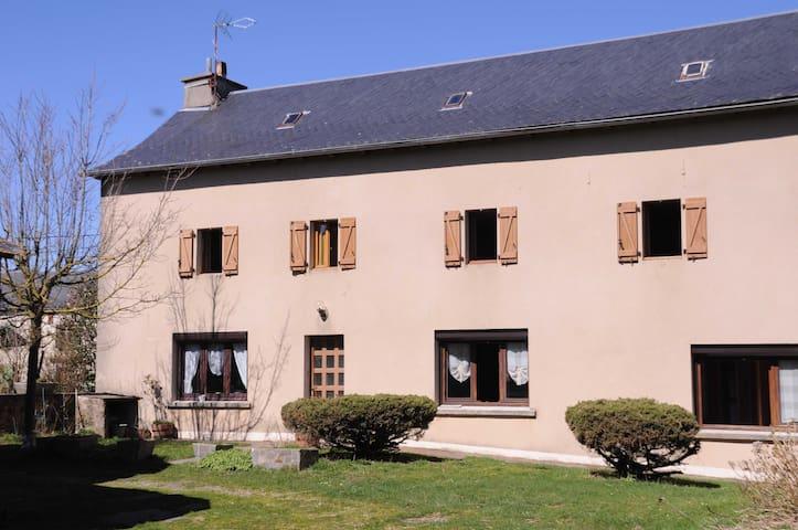 Maison à la ferme proche du lac de Pareloup - Arvieu - Hus