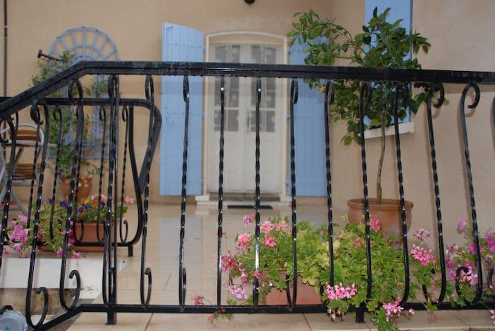Gite 2 or 4 pers Lautrec, SW France - Montpinier - Appartement
