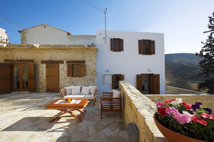 Anerada sunny stone-built cottage - Apsiou