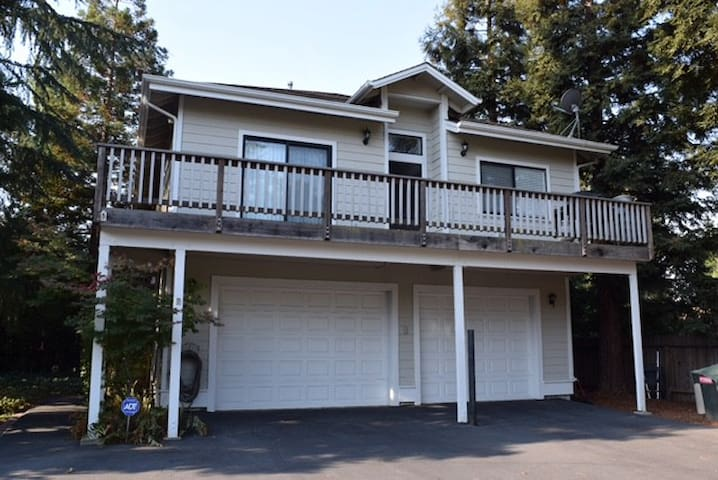 Perfect for corporate housing or vacation stays! - Carmichael - Apartamento