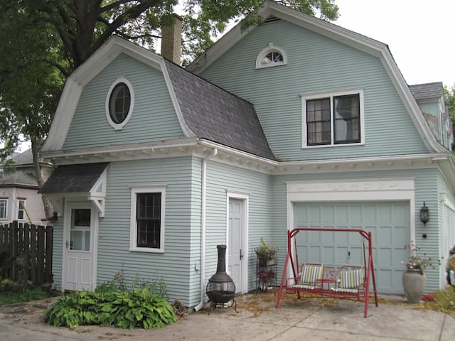 Quaint and close to Lake Michigan - Racine - Appartement
