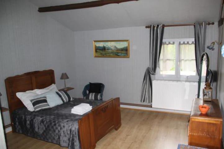 Chambre double Grise - Perreux - 家庭式旅館