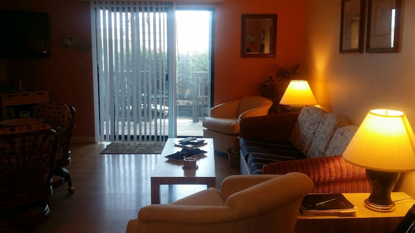 Cozy Condo Steps to The Beach! - Ocean City - Appartement